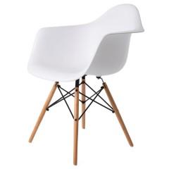 silla de comedor DDAW estera logo