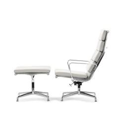 lounge stoel met Hocker EA222 logo