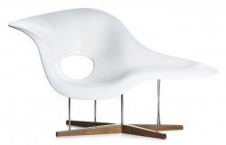 Eames la Chaise Lounge chair white